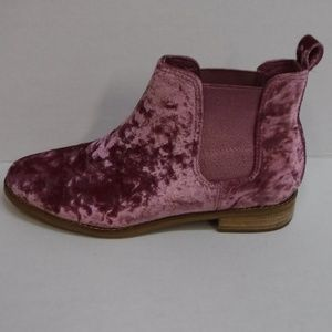 Toms Size 8.5 Pink Rose Velvet Chukka Ankle Boots